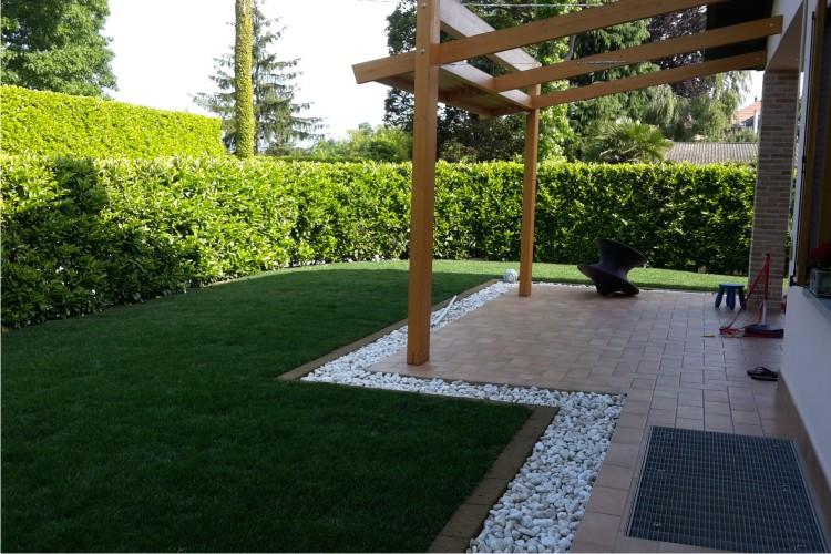 Giardini e aiuole 2c giardiniere monza for Giardini e aiuole